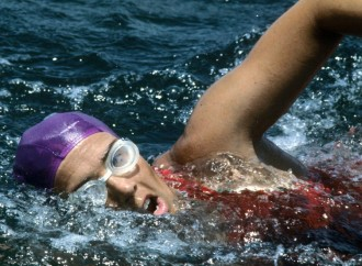 'Never, ever give up:' Diana Nyad completes historic Cuba-to-Florida swim