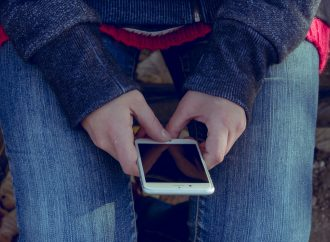 Cellphones in classrooms contribute to failing grades: Study